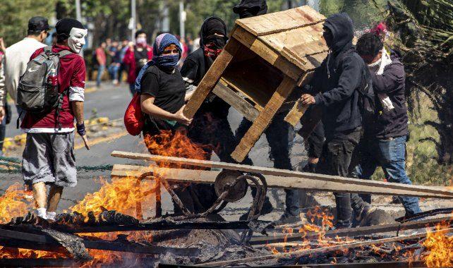 EN CHILE AVANZA UNA LEY QUE ELEVA PENAS A QUIENES OCULTEN SU ROSTRO EN PROTESTAS