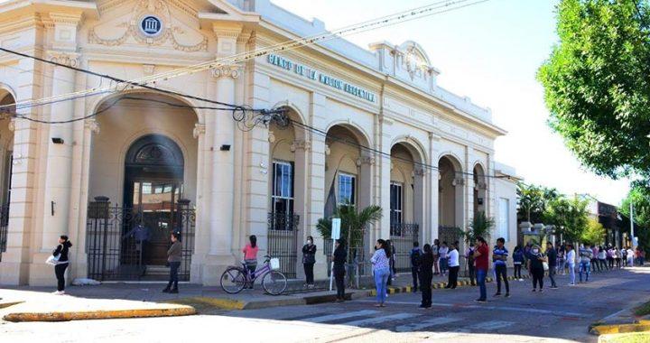 LOGRAN COLAS ORDENADAS EN LOS BANCOS DE BELLA VISTA