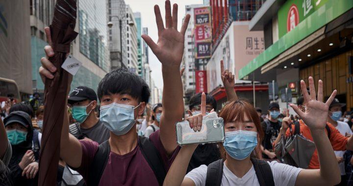 CHINA YA IMPONE SU LEY DE SEGURIDAD EN HONG KONG: DECENAS DE DETENIDOS EN LA PROTESTA